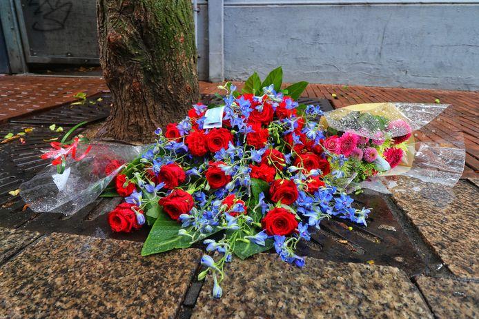In de Haverstraatpassage zijn toentertijd bloemen neergelegd op de plek van de mishandeling.