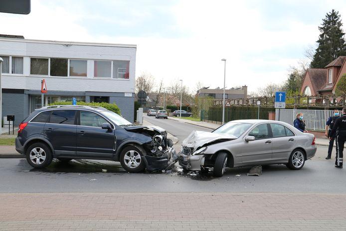 Beide voertuigen zijn total loss.