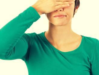 Wallen onder je ogen maar niet vermoeid? Dit zijn de oorzaken (en oplossingen)