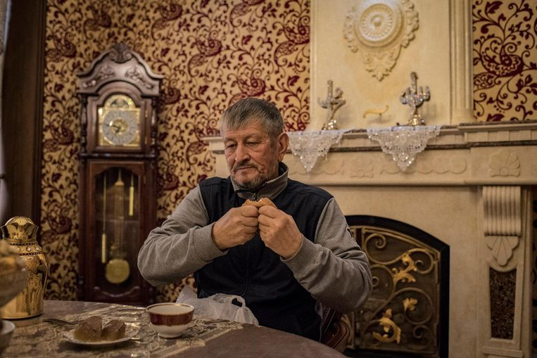 De 73-jarige Samandar Koekanov was begin jaren negentig de rijkste man van het land dankzij de verkoop van 45 duizend schapen, ging de olie-industrie in en, poef, verdwenen was hij. 'Karimov vermoedde dat ik in staat was om een coup van de oppositie te financieren.' Beeld Yuri Kozyrev / Noor