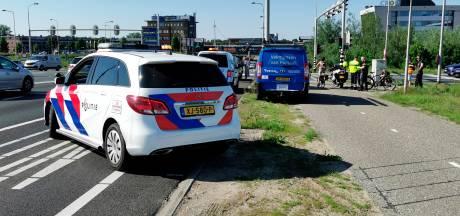 Drie auto's botsen tegen elkaar op afrit A12 bij Ede, één persoon gewond naar het ziekenhuis