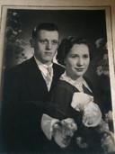 Marcel en Magdalena op hun trouw, 70 jaar geleden.