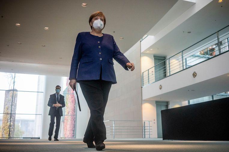 Bondskanselier Angela Merkel wordt nooit zonder mondkapje gefotografeerd. Beeld AP