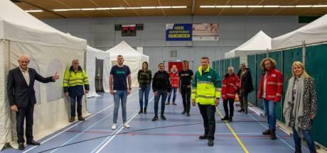 Schiedamse sporthal is voorlopig coronapost: 'Een mooie bijdrage aan de zorg die nu hard nodig is'