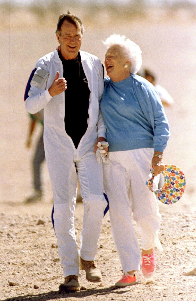 Barbara Bush en haar echtgenoot in 1997. Beeld REUTERS