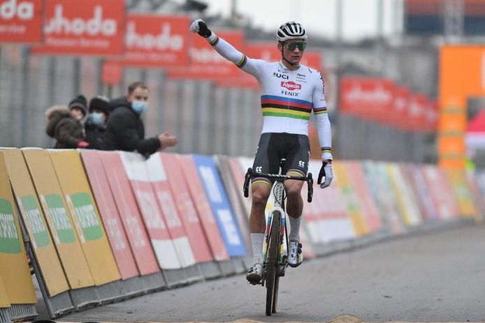Intransigeant, le champion du monde a largement dominé le cross d'Heusden-Zolder.