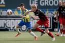 Symbolisch beeld: Anas Tahiri van RKC dwingt Jerdy Schouten van Excelsior tot een achtervolging. de Rotterdammers moeten vanavond een nederlaag van 2-1 repareren.