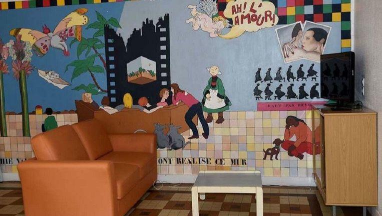 De huiskamer van het 'Centrum voor preventie, reïntegratie en burgerschap' in Beaumont-en-Véron. Beeld afp
