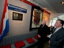 FC Dordrecht wil weggehaalde plaquette van vermoorde joodse trainer 'adopteren'