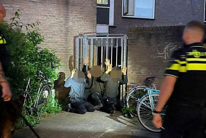 Na een zoektocht vond een agent van Utrecht Zuid de drie mannen in de bossage.