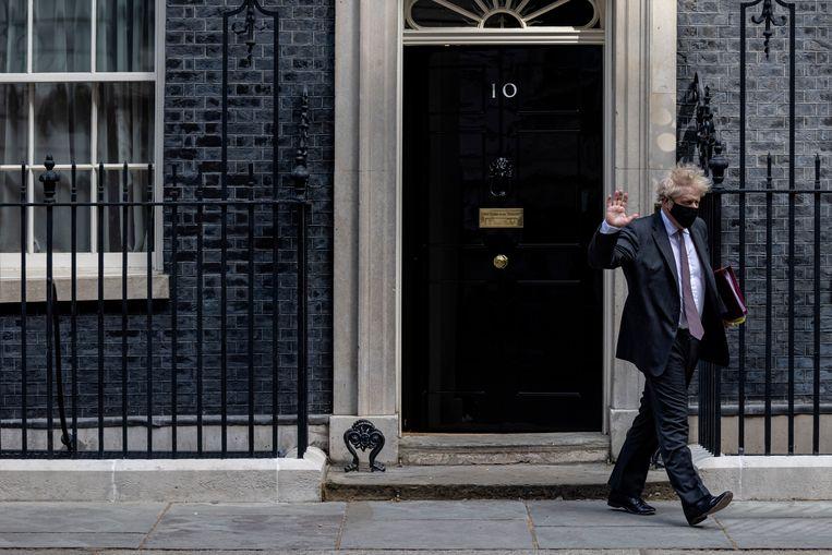 Boris Johnson verlaat Downing Street. Beeld Getty Images