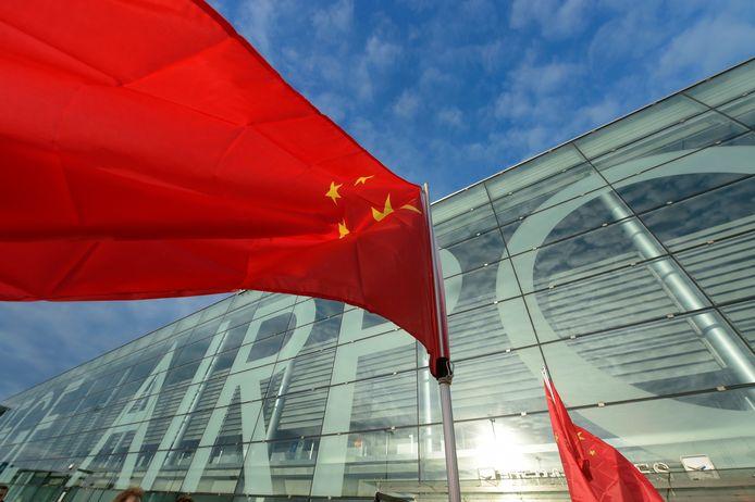"""Puisque la Chine mise fortement sur le transport de fret aérien depuis la pandémie et que Pékin prévoit de construire 215 nouveaux aéroports d'ici 2035, """"l'importance économique future de l'aéroport de Liège pour la Chine ne peut être sous-estimée"""""""