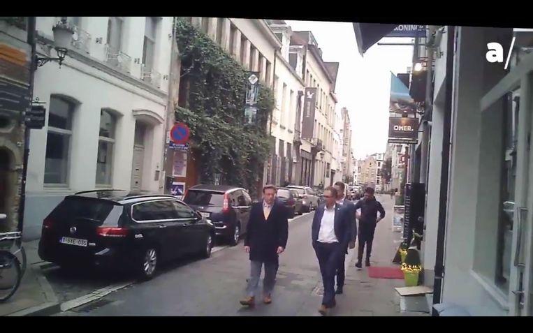 Het filmpje van Apache van het Antwerps stadsbestuur op het verjaardagsfeestje van Erik Van der Paal veroorzaakte een hevige storm. Beeld Apache