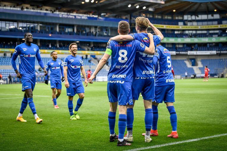 De Genkenaars vieren een goal van Kristian Thorstvedt. Beeld Photo News