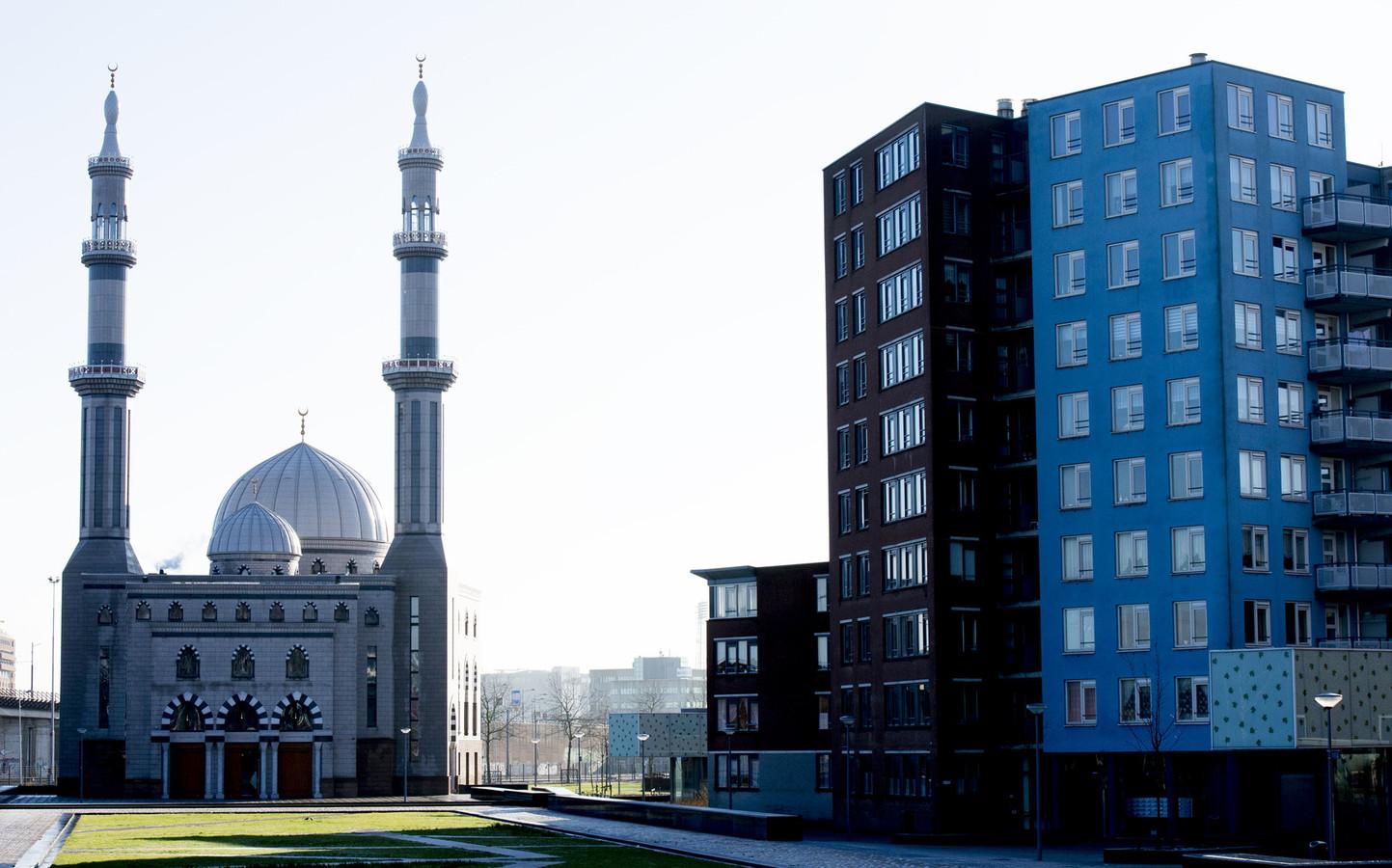 Prominente Nederlandse moslims worden verdacht van zelfverrijking, waaronder Jacob van der Blom, directeur van de Rotterdamse Essalam Moskee.