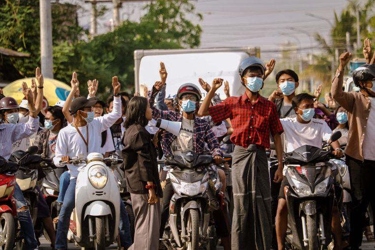 Een demonstratie afgelopen mei in Mandalay (Myanmar) tegen de militaire coup. Beeld AFP
