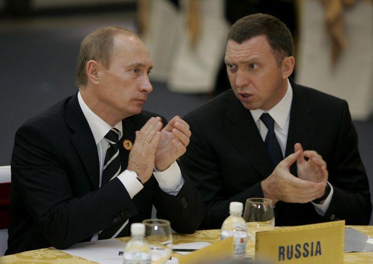 De Russische president Poetin en zakenman Oleg Deripaska in 2006. Beeld epa