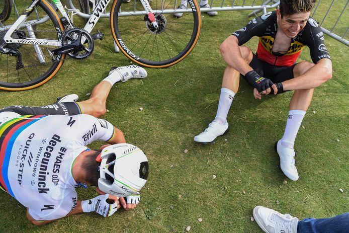 Wout Van Aert en Julian Alaphilippe zijn aan het uithijgen na de rit.