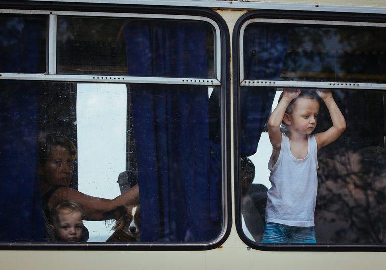 Oekraïense burgers ontvluchten de regio. Beeld epa