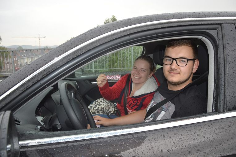 Sam De Decker en passagier Saskia Van der Biest kregen een Bobette-sleutelhanger.