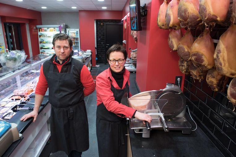Liselot Detremmerie en Kris Plancke in de nieuwe slagerij.
