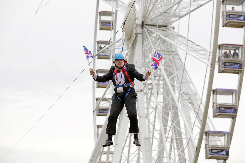 Boris Johnson werd wereldberoemd toen hij in 2012 als burgemeester van Londen aan een vastgelopen kabelbaan bungelde. Beeld Barcroft Media via Getty Images