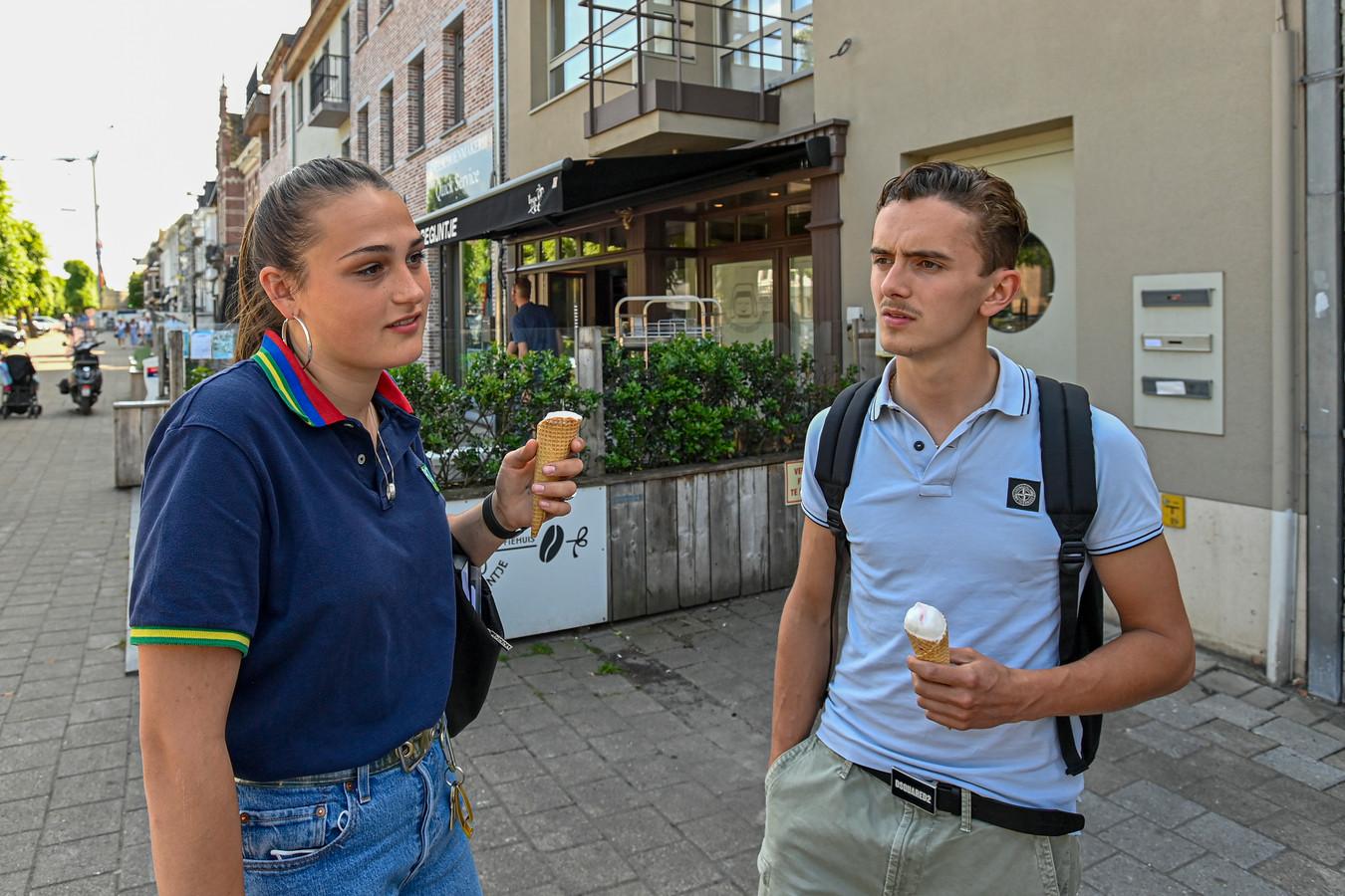"""Kaat Van Ostaayen (18): ,,Knuffelbubbel? Bullshit."""" Lucas Snoek (18): ,,Knuffelbubbel? Overdreven."""""""