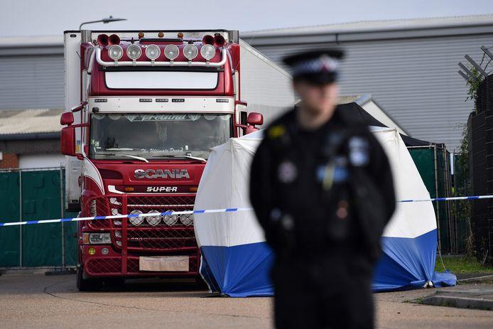In het Britse Grays werd op 23 oktober 2019 een truck gevonden met de lichamen van 39 gestikte migranten. Twee van de slachtoffers hadden op 27 mei ook al geprobeerd als verstekelingen in een vrachtwagen naar Engeland te reizen. Die poging strandde in Hoek van Holland.