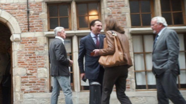 Voor CD&V tekenen schepenen Marc Van Peel en Caroline Bastiaens present. Beeld apache.be