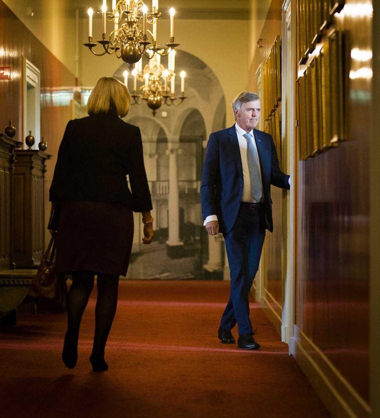 Hermans arriveert bij zijn laatste fractievergadering. Beeld anp