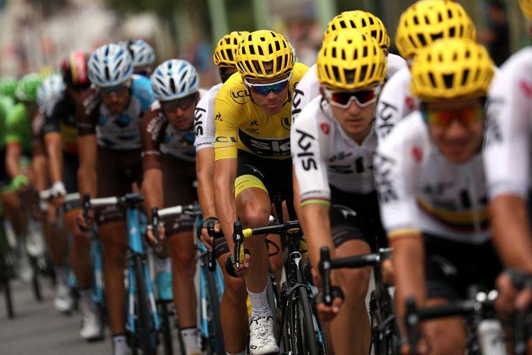 Christopher Froome rijdt voor Team Sky in de gele trui.  Beeld Getty Images
