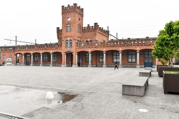 De jongeman liet zich gaan aan het station in Aalst.