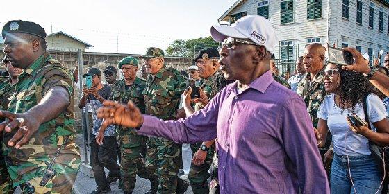 Als de campagne van Bouterse niet slaagt, moet hij kiezen tussen fraude en de gevangenis
