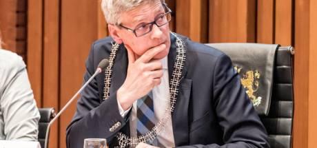 Burgemeester Bolsius wil gesprek over azc-kinderen
