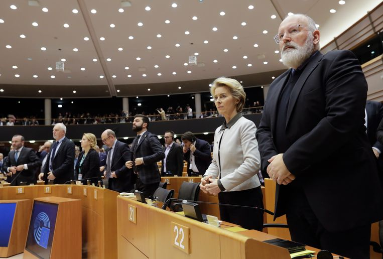 De Nederlander Frans Timmermans (rechts) en Commissievoorzitter Ursula von der Leyen bij de voorstelling van de Europese Green Deal, eind vorig jaar in Brussel. Beeld EPA