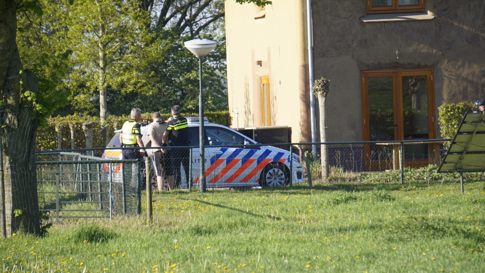 Dankzij oplettende omstanders is de verdachte van de overval op de Spar in Haps binnen een uur aangehouden in een woning elders in het dorp.