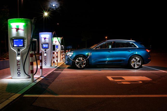 Elektrisch rijden is duidelijk in opkomst, maar het grote publiek ziet het nog niet zitten.