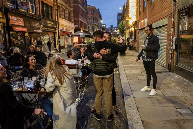 Ook in Manchester mag er binnenkort weer geknuffeld worden.  Beeld Getty Images
