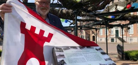 Plaquette geeft tekst en uitleg over monumentale Moeierboom