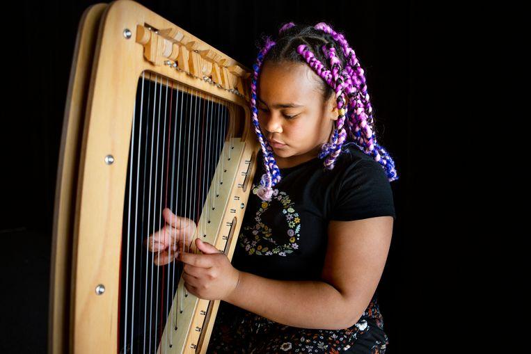 Sadé Politon: 'Ik begon met viool, maar ik vond harp mooier.'  Beeld Pauline Niks