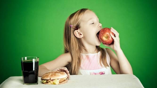 Als kind zonder ouders naar McDo? Dan krijg je enkel een appel in Amsterdam