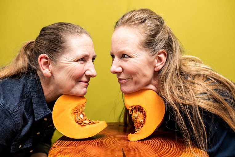 De zussen Cathy (links) en Angela Ursem van Food for Skin. Beeld Nosh Neneh