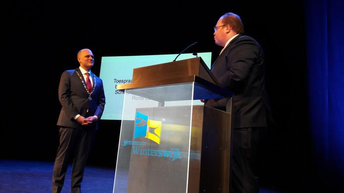 Burgemeester Ben Visser van de Gelderse gemeente Scherpenzeel spreekt Bengevoord toe.