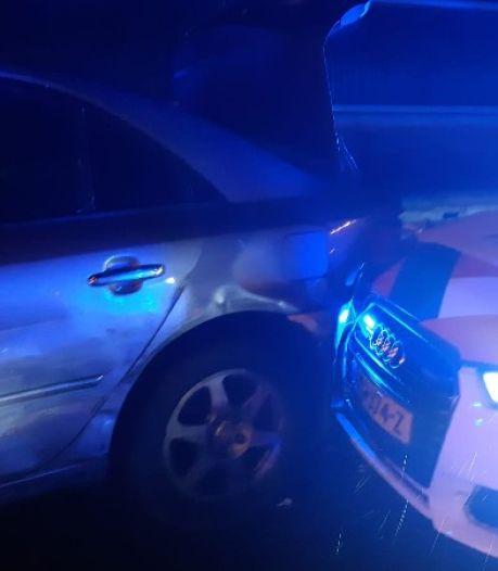 Automobilist ramt meerdere politieauto's tijdens achtervolging op de A16