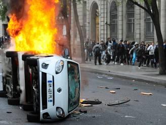 Miljoenen Fransen steken land (letterlijk) in brand op straat