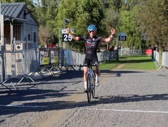 """Miles Gevaert triomfeert in Moerkerke: """"Dit is het eerste seizoen dat ik een beetje deftig rijd"""""""