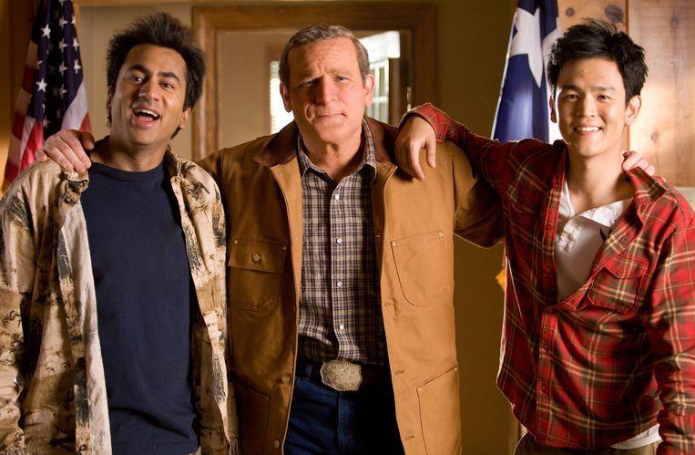 (vlnr) Kumar Patel (Kal Penn), George W. Bush (James Adomian) en Harold Lee (John Cho) in Harold & Kumar Escape from Guantanamo Bay.  Beeld Alamy Stock Photo