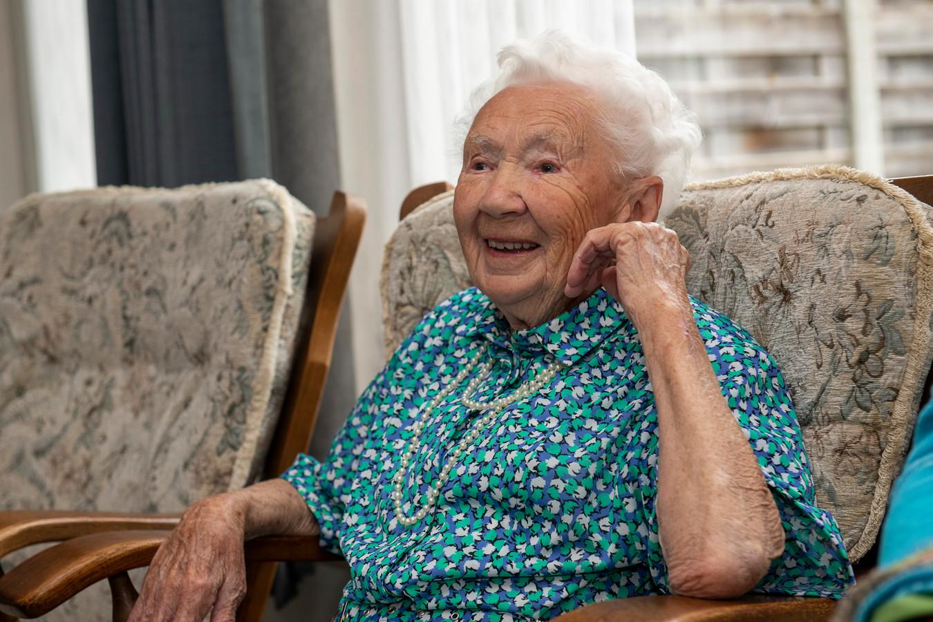 Aaltje de Boer - Mulder is vandaag 101 jaar geworden en is de oudste inwoonster van de gemeente Dalfsen. COPYRIGHT ALEX MULDER