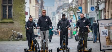 Vergeet de lawaaiïge solex: duurzame toerist rijdt straks op elektrische driewieler door Kampen