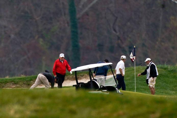 Nog geen twee uur hield president Donald Trump het uit op de G20-top. Toen was het tijd voor zijn geliefdkoosde bezigheid sinds zijn nederlaag in de Amerikaanse presidentsverkiezingen: golfen.